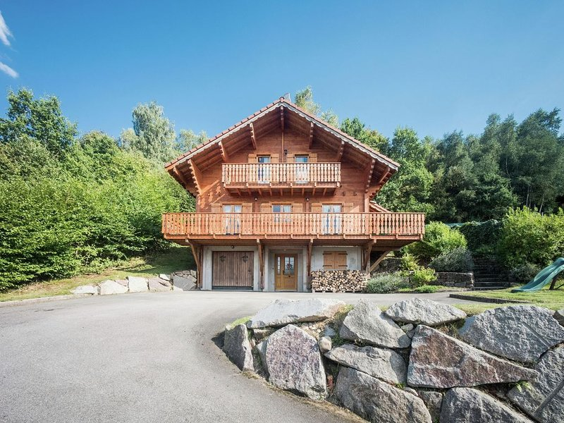 Chalet with panoramic view over the Meurthe Valley, holiday rental in Fraize