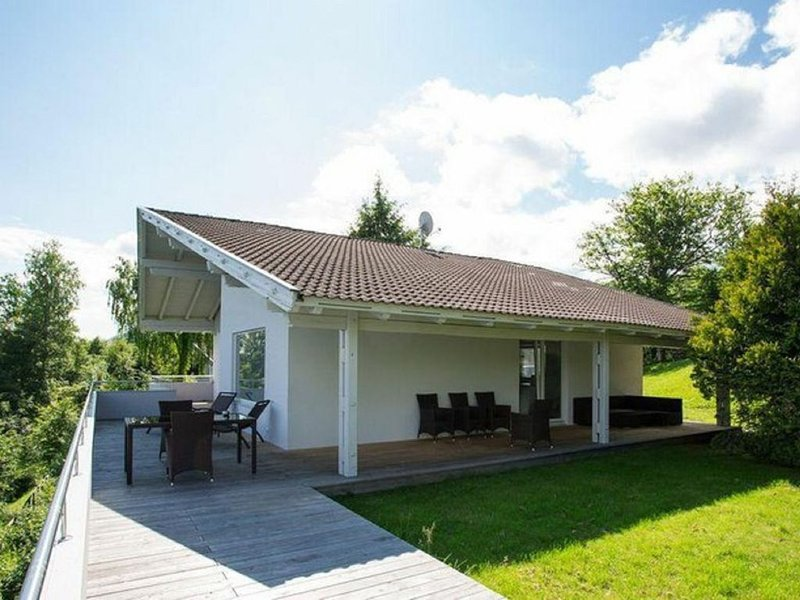 Imperial Villa in Velden am Wörthersee near Ski-Area & BBq, holiday rental in Schiefling am See
