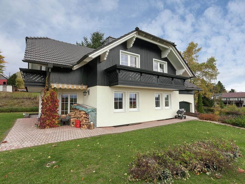Charming Apartment in Frauenwald near the Forest, holiday rental in Neustadt am Rennsteig