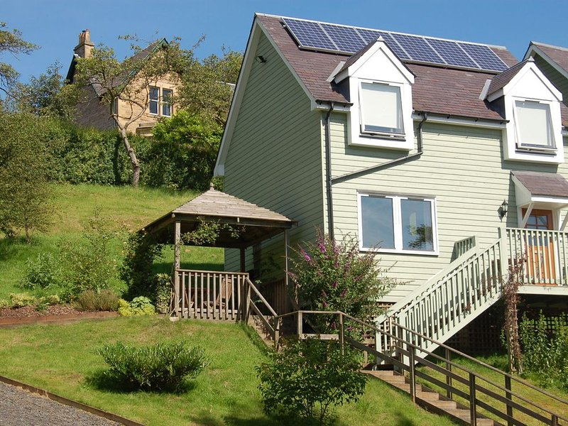 Lovely Cottage in Jedburgh Britain with Beautiful Garden, holiday rental in Jedburgh