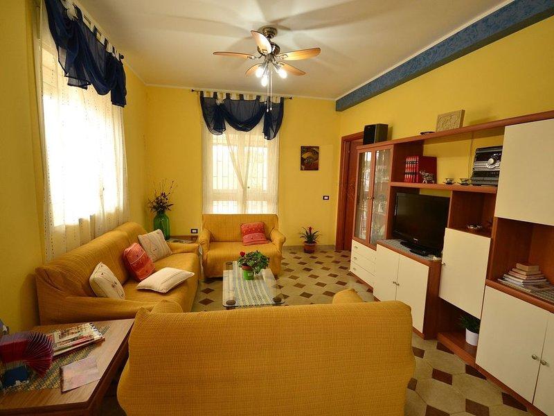 Pleasant Holiday Home with Balcony, Veranda, Barbecue, holiday rental in Militello in Val di Catania