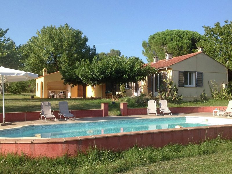 Pleasant Holiday Home in Villecroze with Swimming Pool, holiday rental in Villecroze