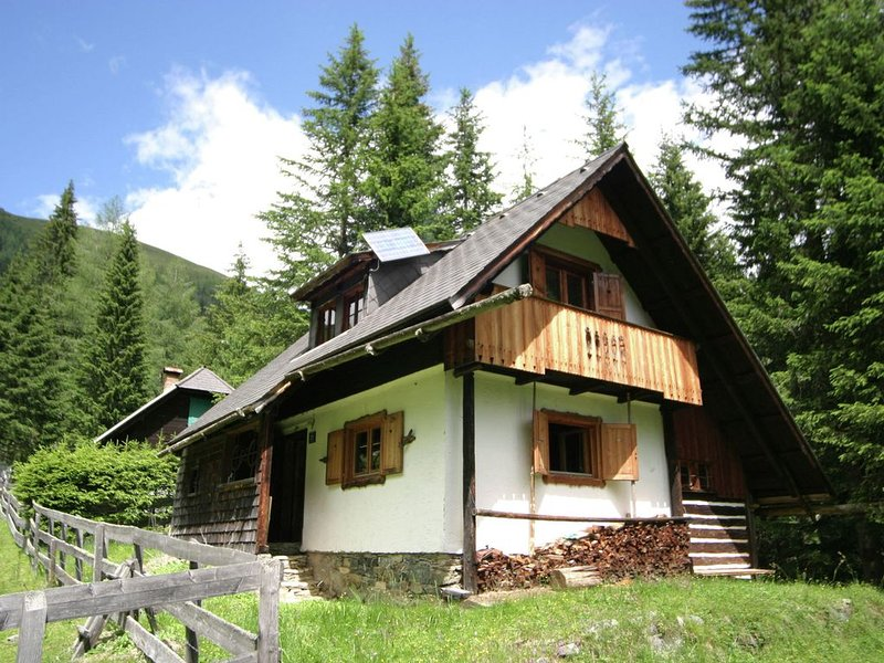 Scenic Chalet in Sankt Oswald with Garden, Balcony, Barbecue, vacation rental in Bad Kleinkirchheim