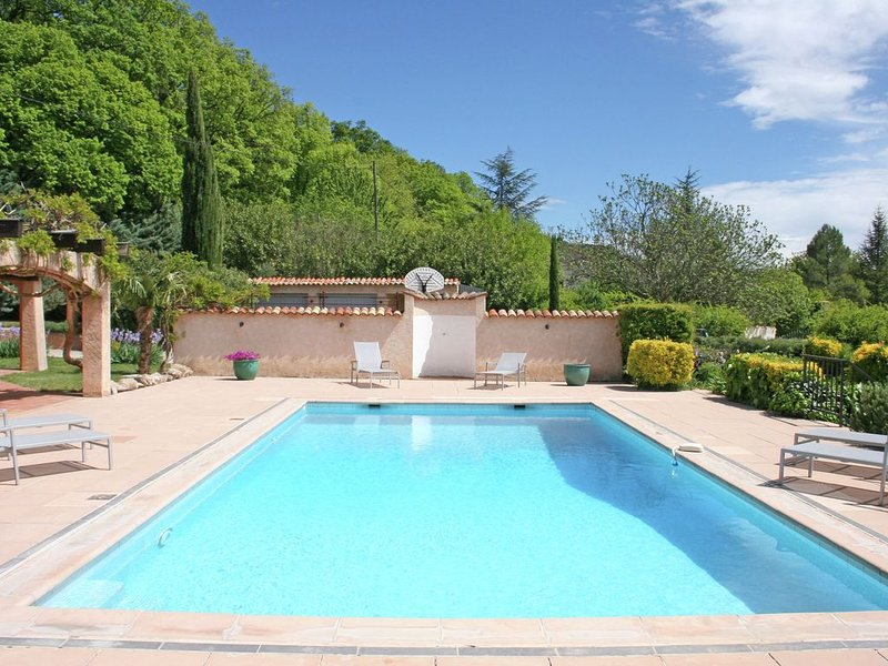 Luxurious Holiday Home in Salernes with Private Pool, location de vacances à Sillans-la-Cascade