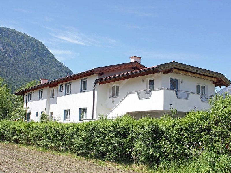Cozy Chalet with Balcony in Imst, vacation rental in Tarrenz