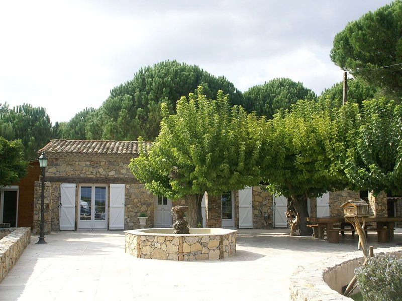 Cozy Holiday Home with Private Pool in Les Arcs, holiday rental in Les Arcs sur Argens