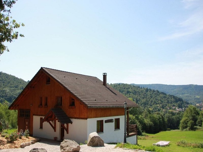 Rustic chalet with dishwasher, in the High Vosges, alquiler vacacional en Ferdrupt