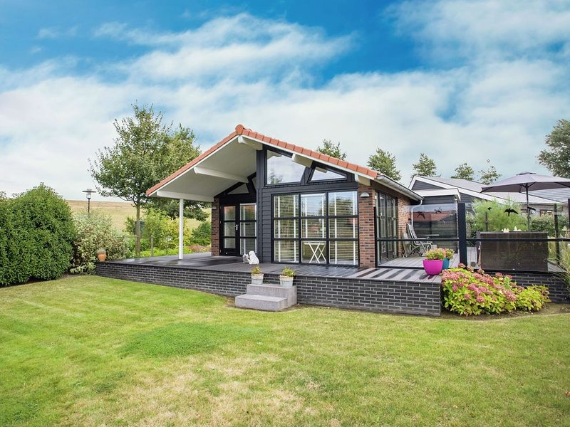 Attractive holiday home with large terrace nearby Eastern Scheldt, location de vacances à Goes