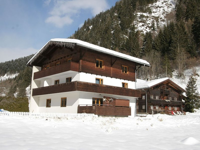 Apartment in Matrei in Osttirol with Garden & Play Equipment, alquiler de vacaciones en Kals am Grossglockner