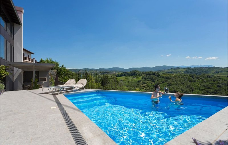3 Zimmer Unterkunft in Dobrovo v Brdih, holiday rental in Savogna d'Isonzo