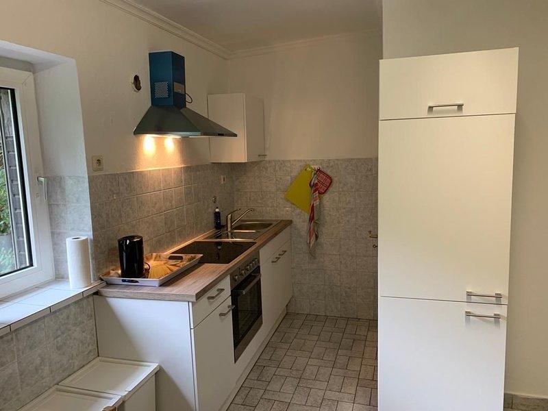 Ferienwohnung/ Monteurwohnung neu renoviert im EG mit Terasse in zentraler Lage, aluguéis de temporada em Essen