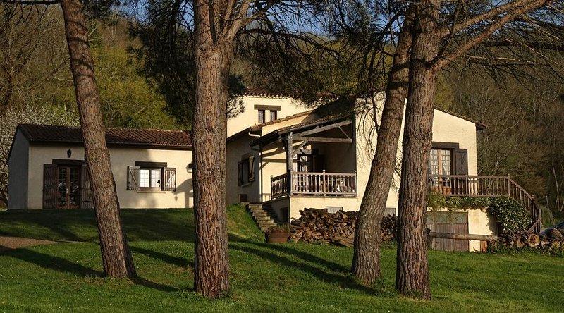 gîte Au Pré des Sources à côté château de Campagne, casa vacanza a Audrix