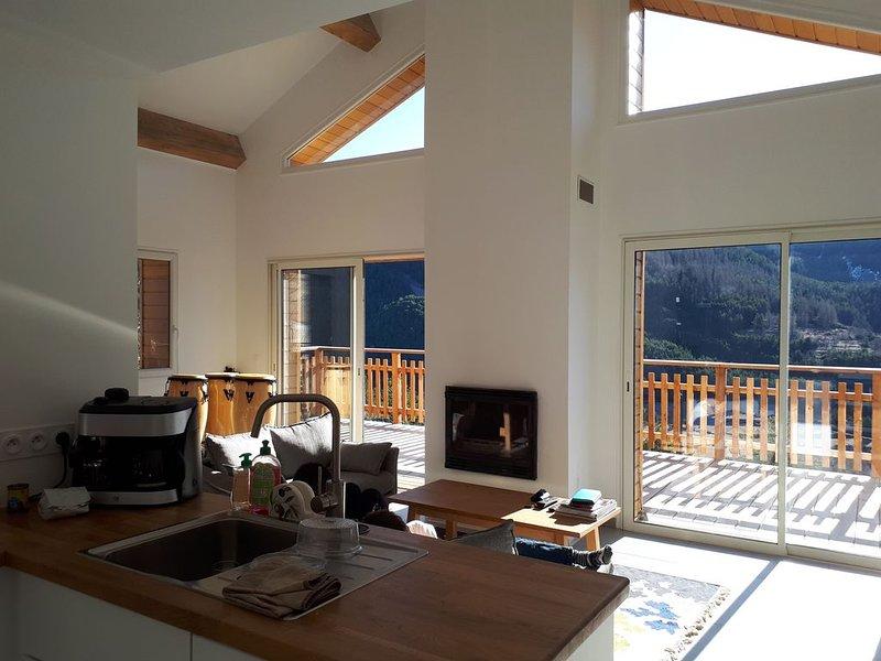Chalet familial et contemporain à 2 mn de la station de ski 'La Colmiane', casa vacanza a Bairols