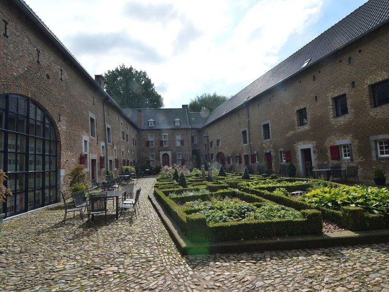 Cosy Villa in Mesch with Garden, casa vacanza a Gronsveld