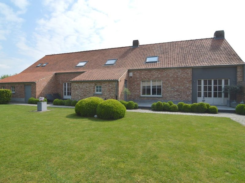 Modern Holiday Home in Geel with Sauna, location de vacances à Merksplas