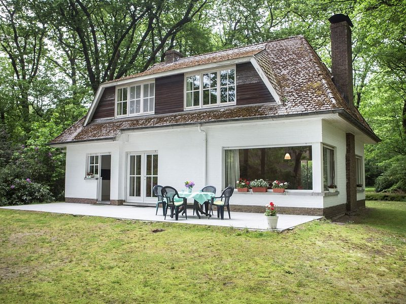 This atmospheric holiday home, Ferienwohnung in Zoersel