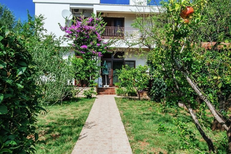 Alluring Apartment in Seline with Garden, vacation rental in Starigrad-Paklenica