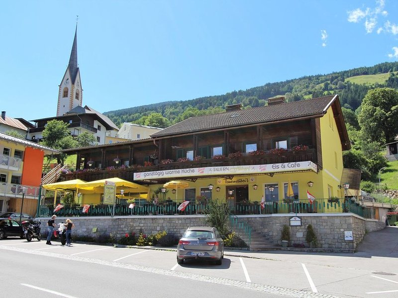 Alluring Apartment in Winklern with Terrace, Parking & Supermarket Closeby, holiday rental in Mortschach