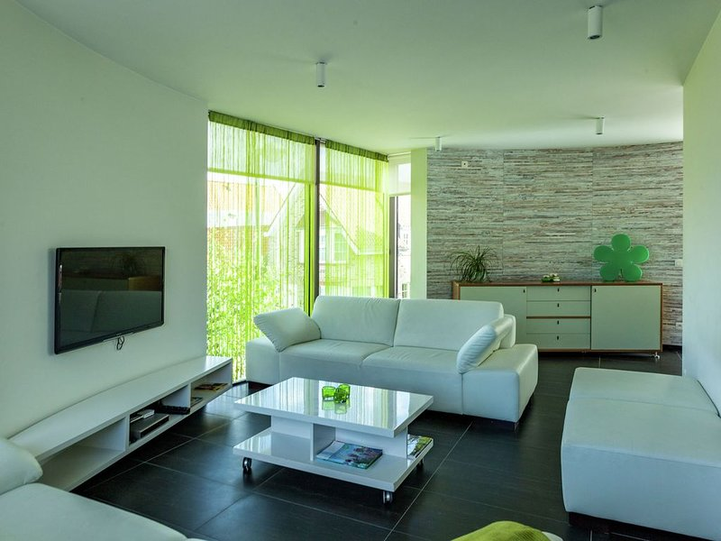 Luxurious Holiday Home in Bruges on the Coast, holiday rental in Lissewege