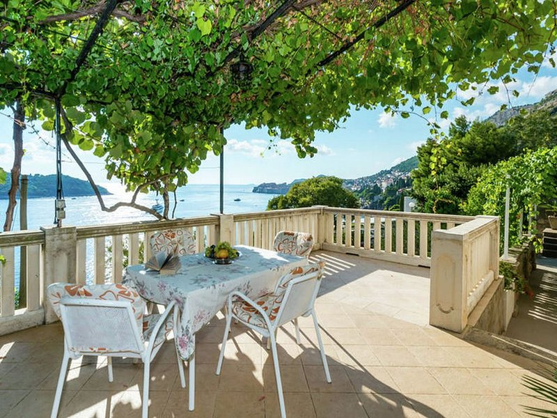 Authentic unit overlooking Dubrovnik old town and Lokrum island, private terrace, vacation rental in Gornji Brgat