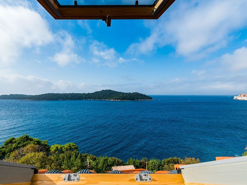 Serene Mansion in Dubrovnik with Private Terrace, vacation rental in Gornji Brgat
