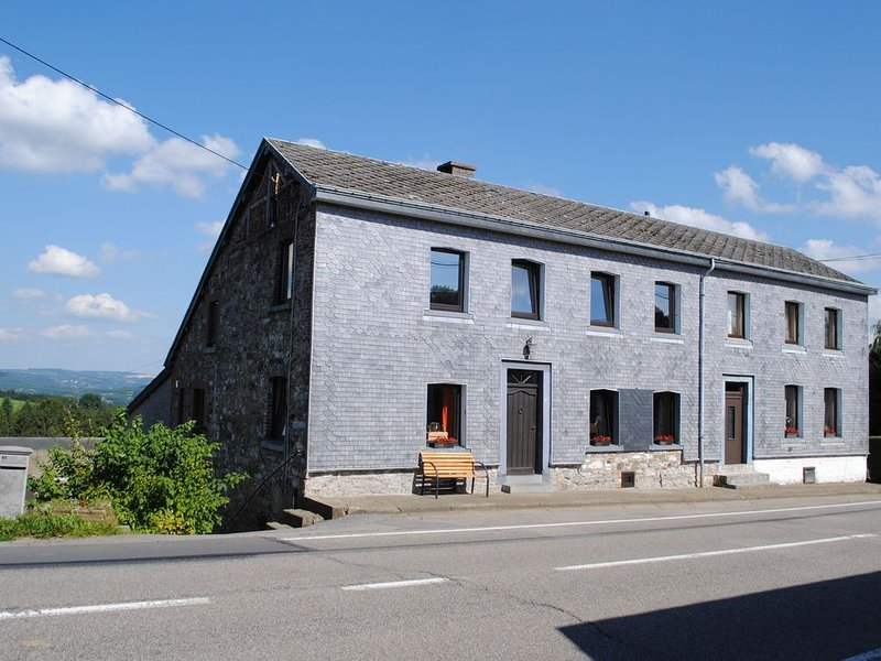 Holiday house in a horse riding school, close to Stavelot and Spa circuit, location de vacances à Francorchamps
