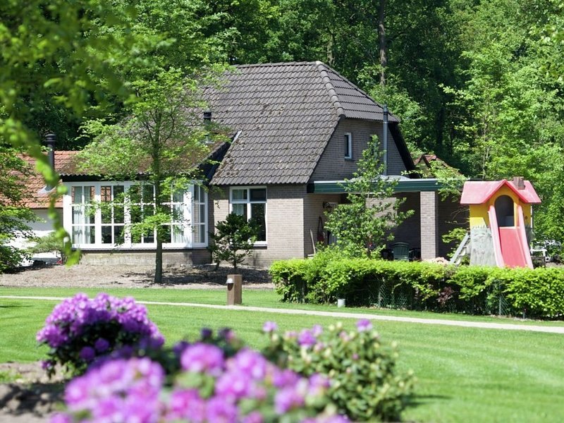 Comfortable house with a dishwasher at the Bedafse Bergen, holiday rental in Veghel
