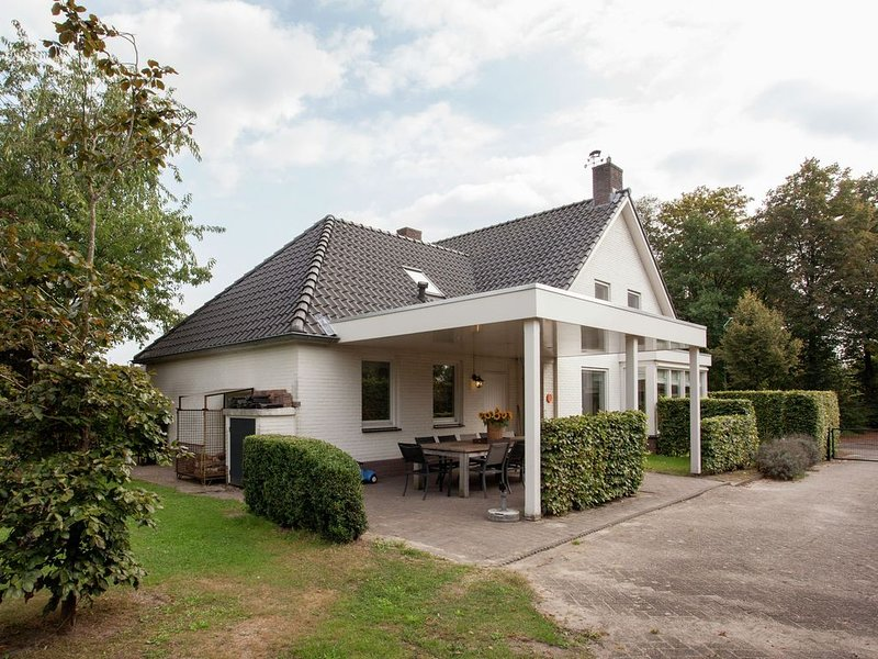 Majestic, large holiday home near Leende, detached and located between meadows a, alquiler de vacaciones en Eindhoven
