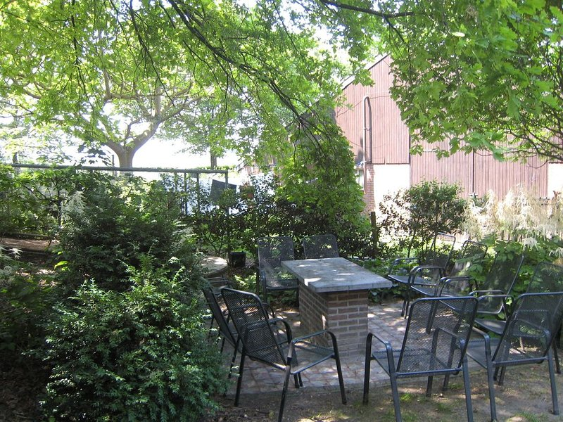 Lovely Apartment in Mesch with Parking, casa vacanza a Gronsveld