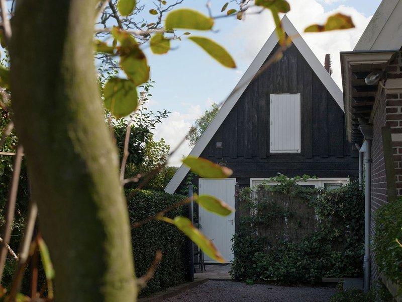 Beautiful Holiday Home near Lawn Bowling in Krabbendam, aluguéis de temporada em Warmenhuizen