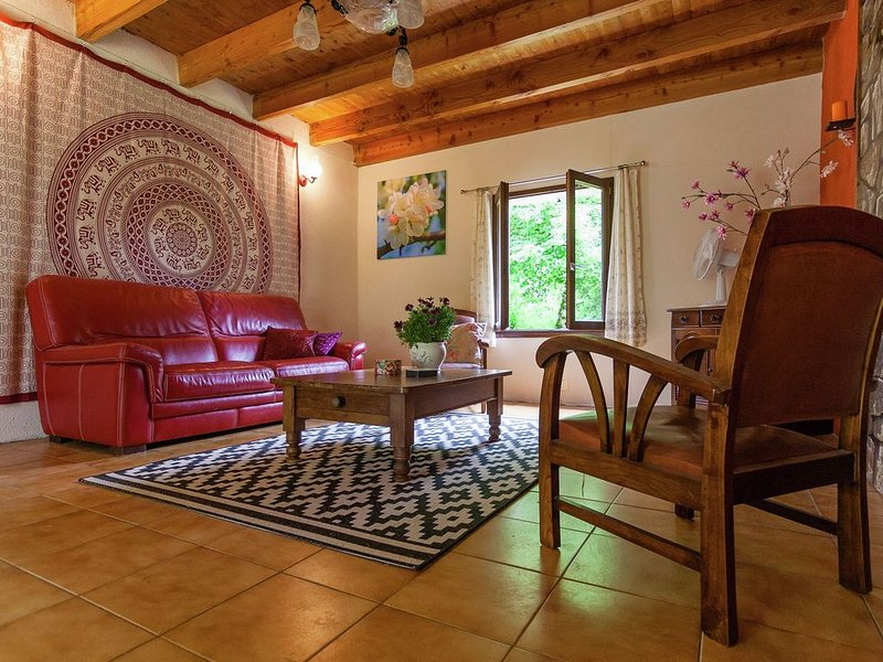 Comfortable Cottage in Champsac near Forest, vacation rental in Saint-Auvent