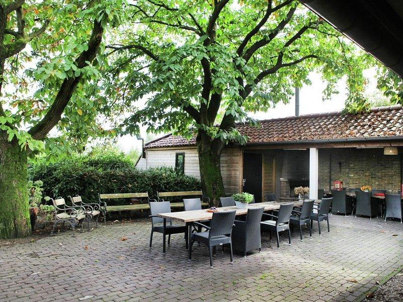 Luxurious Mansion In Asten with Garden, vacation rental in Nederweert