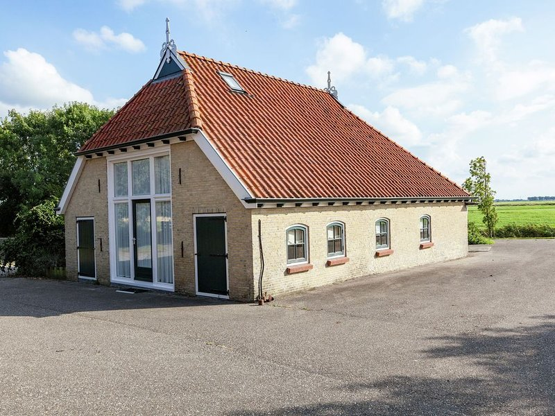 Appealing Holiday Home in Pingjum with Garden, vacation rental in Makkum