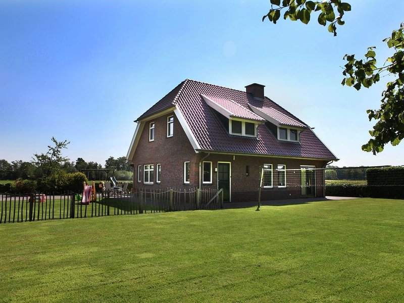 Beautiful Farmhouse in Neede near Forest, vacation rental in Markelo