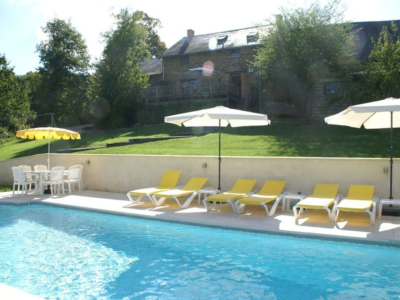 Spacious Holiday Home in Sussac with Pool, holiday rental in Masleon