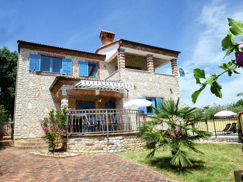 Lovely Villa in Kaštelir Croatia with Private Pool, holiday rental in Roskici