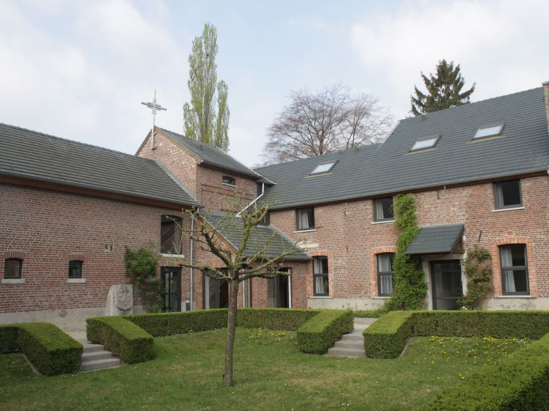Beautiful former monastery completely renovated into a holiday residence., vacation rental in Groot-Gelmen