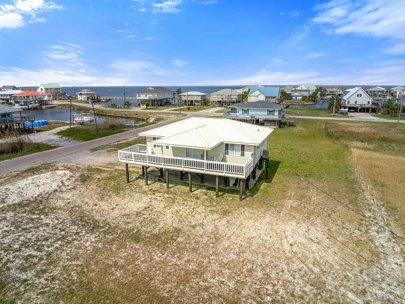 Awesome Gulf and Mississippi Sound Views / *** Great Summer Rates Available **, holiday rental in Dauphin Island