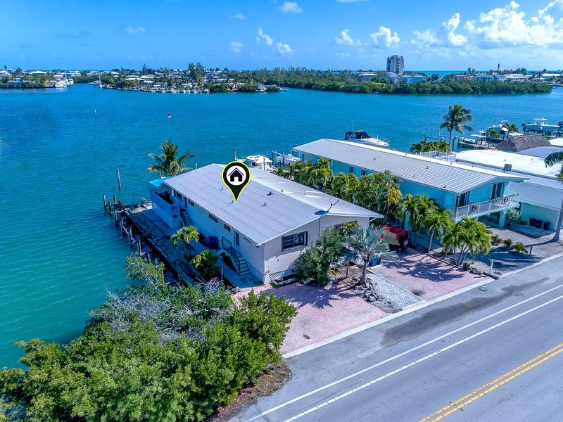 Waterfront W/270 degree views, 120ft  (multiple docks), Cabana Club (pool/beach), vacation rental in Key Colony Beach