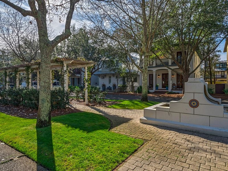 Newly Listed-Charming Rosemary Cottage-Short Walk to Town/Beach 4 Bikes-WiFi, holiday rental in Rosemary Beach