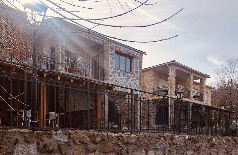 Finca familiar La Chinita en Navaluenga, holiday rental in Navalosa