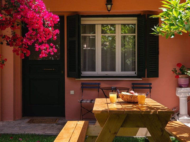 Beautiful new cozy apartment in Kanoni, location de vacances à Kanoni