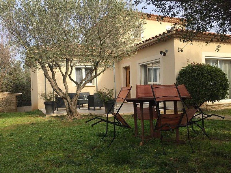 Villa proche du Pont du Gard et d'Uzes situee à Collias, vacation rental in Collias