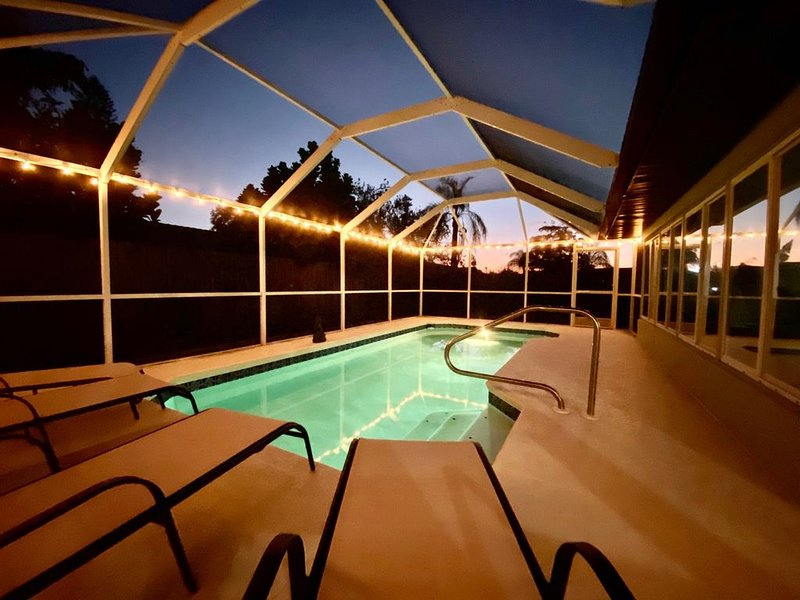 Driftwood & Sunsets - Modern Beach House - Pool - Minutes from the beach, alquiler de vacaciones en Palma Sola