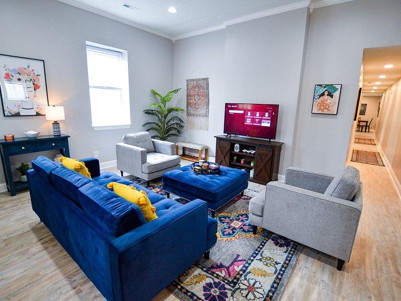 NULU Newly Renovated Eclectic House!, location de vacances à Jeffersonville