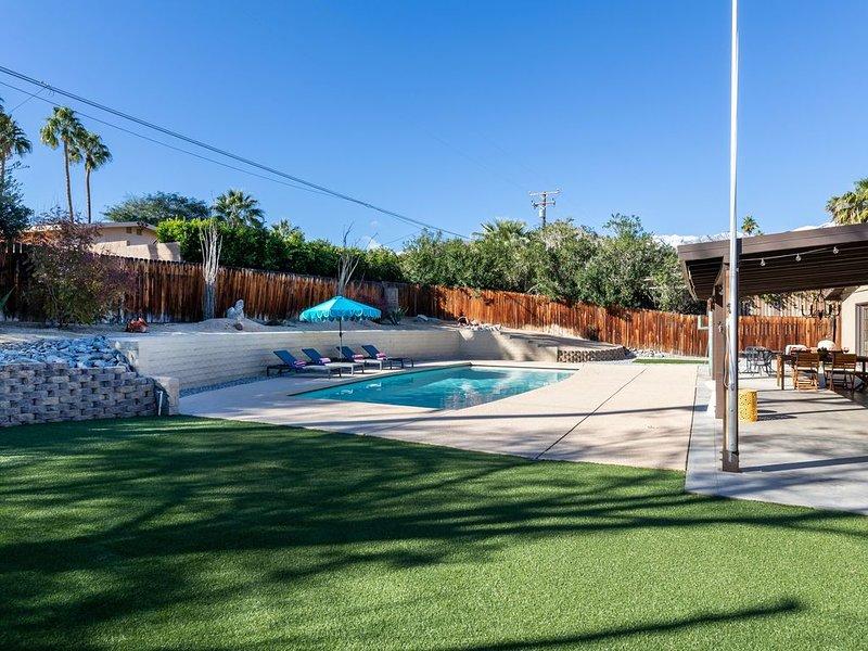 Cathedral City Cove Pool Home!, alquiler de vacaciones en Cathedral City