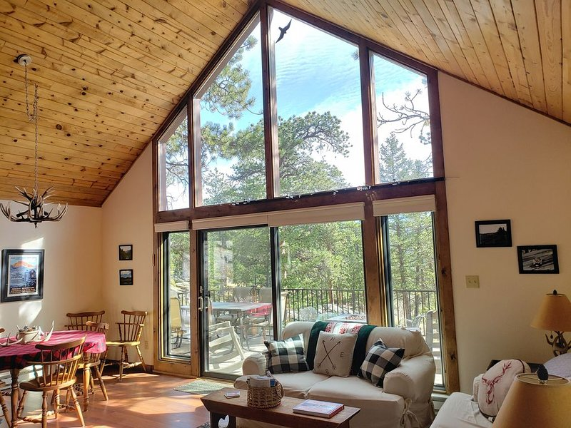 Tucked Away Mountain Cabin For 6 ~ Close To Estes And Rocky Mountain NP, holiday rental in Rocky Mountain National Park
