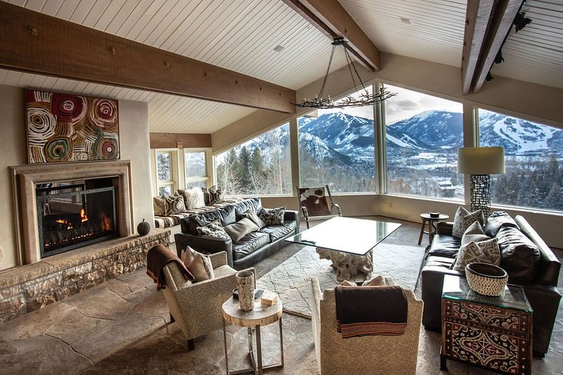 Chic Luxury Red Mountain Home | Panoramic Views, casa vacanza a Meredith