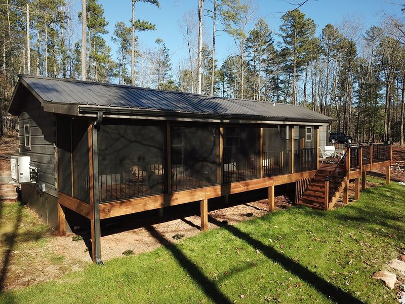 Fishing Cabin - Keowee 2 bedrooms, 2 bathrooms - Fishing - Kayaking - Porch, holiday rental in West Union
