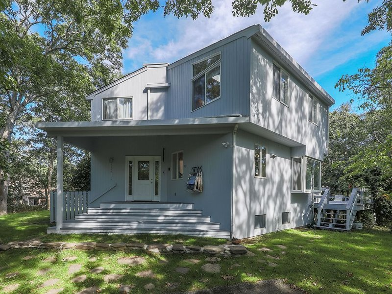 Bright, Open Contemporary Home, Short Walk To Beach In A Quiet Neighborhood, location de vacances à Montauk